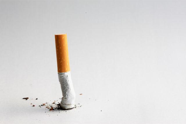潰されたタバコの吸い殻