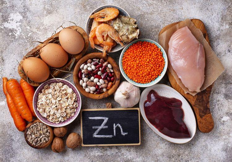 卵や肉、にんじん、レバー、くるみ、えびなどの食材