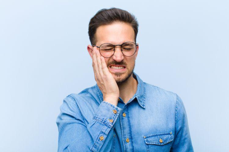 【写真と経過】髭脱毛の4回目の効果!レーザー医療で永久脱毛は可能か?実体験から検証