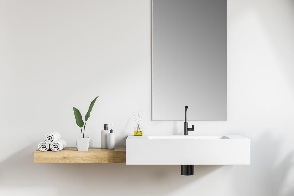 洗面所に鏡や植物タオルが置いてある