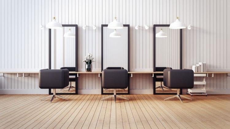 美容院の鏡と椅子